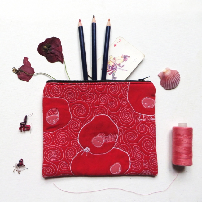Quilted pouch red illustration threadpainted size flatly